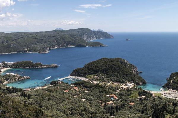 Corfu-vakantie-Paleokastritsa-uitzicht-600