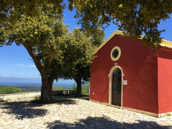 Corfu-vakantie-kerkje-berg-600