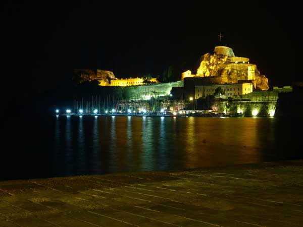 corfu-kerkyra-oude-fort-bynight-griekenland-600