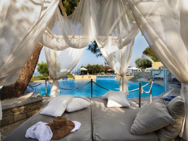 Zwembad Op Balkon : Deze accommodatie in griekenland mag zeker niet ontbreken op jouw