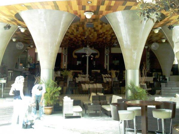 Kreta-Heraklion-modern-cafe-600