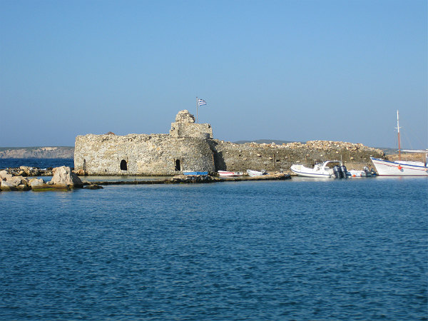 Paros-Naoussa-haven-fort-600