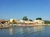 Roda-Corfu-vakantie-dorp-vanaf-de-haven-600