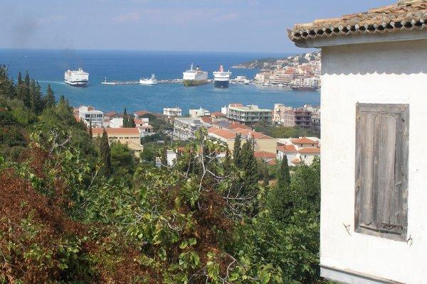 Samos-stad-haven-veerboten-600