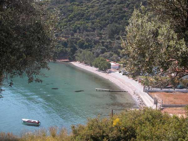 samos-verlaten-strand-griekenland-600