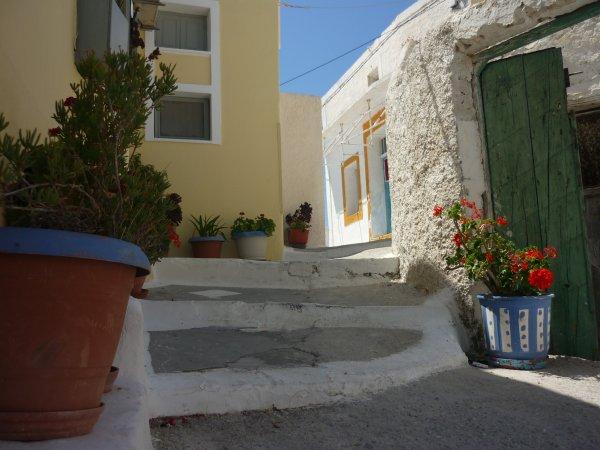 Santorini-Pyrgos-600