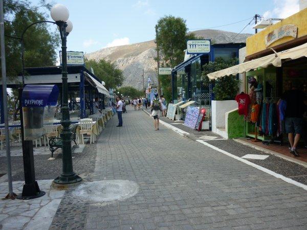 Santorini-Kamari-boulevard-600
