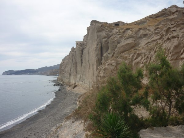 Santorini-Vichada-beach-600