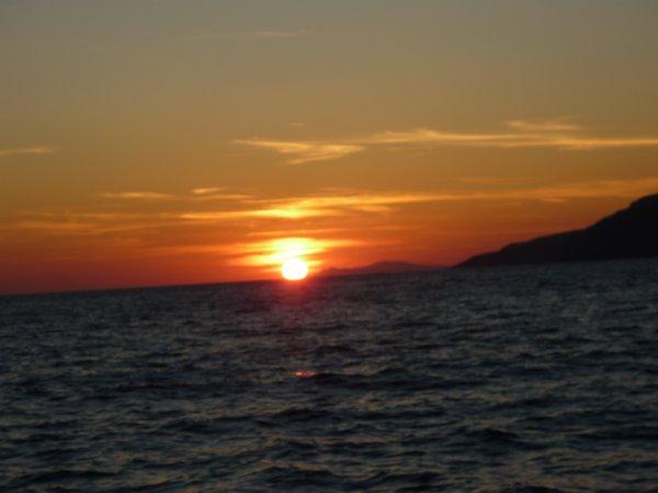 Santorini-sunset-Oia-boot-600