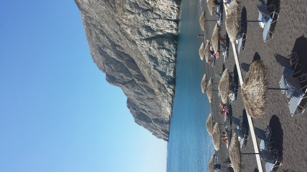 Santorini-Kamari-beach-600