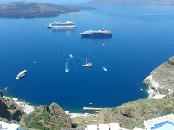 Santorini-Thira-caldera-600