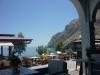 Santorini-Kamari-terras-strand-600