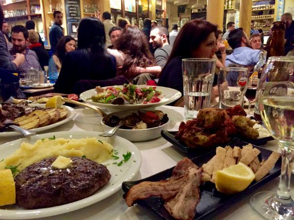 Thessaloniki-Panelinio-restaurant-ladadika-gezellig-600