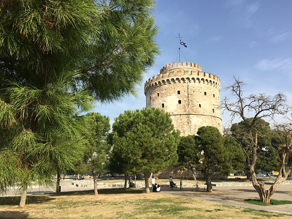 Thessaloniki-witte-toren-bomen-600