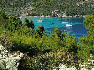 Alonissos uitzicht op baai tijdens vakantie