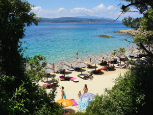 Little Banana beach op Skiathos