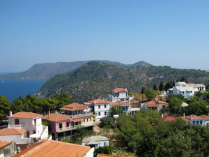 Alonissos uitzicht op stadje en de zee