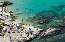 Chalkidiki vakantie strand met rotsen