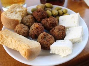 Grieks eten keftedakia