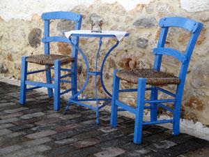 Kreta vakantie blauwe stoeltjes