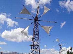 Windmolens op de hoogvlakte van Lassithi op Kreta.