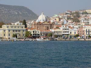Mytilini vanaf zee op Lesbos.
