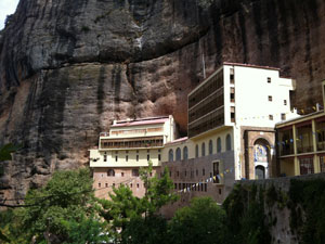 Het klooster Mega Spileo op de Peloponnesos