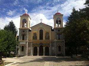 Kerk in het bergdorp Kalavrita op de Peloponnesos.