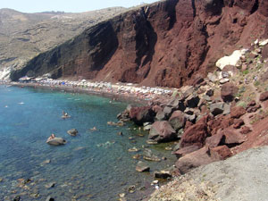 Red beach op Santorini.