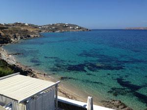 Prachtig strand en zeewater op Mykonos