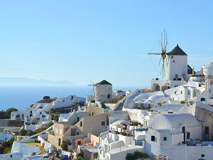Oia Santorini windmolens en witte huisjes