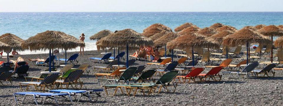 Santorini vakantie Kamari beach header.jpg