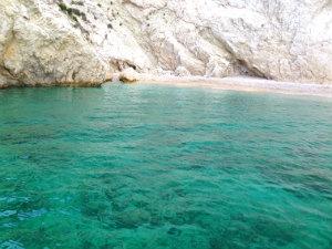 Zeewater bij Laganas op Zakynthos