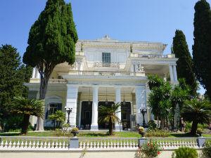 Achilleion op Corfu de voorkant van het paleis