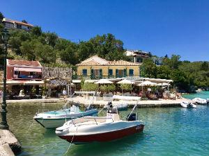 Haventje van Lakka op Paxos