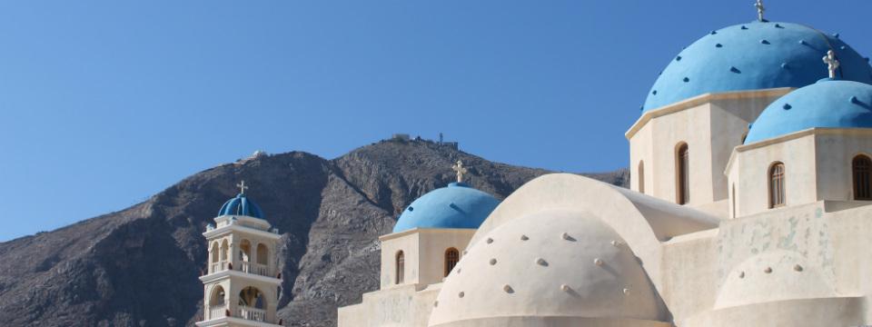 Santorini vakantie Perissa Timios Stavros kerk header.jpg