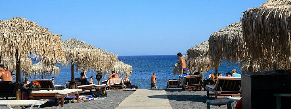 Santorini vakantie Perivolos beach header.jpg