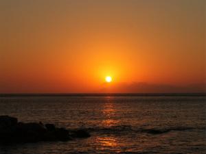 Zonsopkomst in Perissa op Santorini