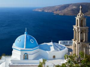 Astypalea kerkje in Griekenland met uitzicht