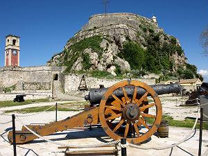 Het oude Fort Kerkyra met kanon