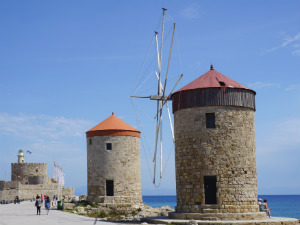Rhodos stad de molens bij Mandraki haven