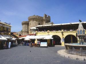 Platia Ippokratous in Rhodos stad