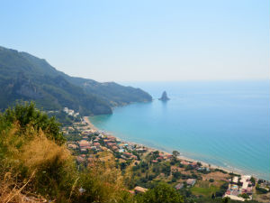 Agios Gordios beach vanaf de weg
