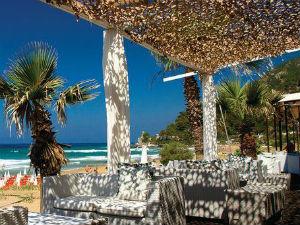 Aloha White Corfu beach club op Glyfada