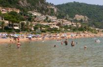 Zandstrand van Glyfada op Corfu