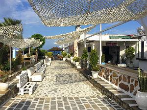 Faliraki Chaplin Beach Bar op Rhodos