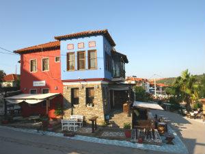 Alli Banda cafe op Ammouliani