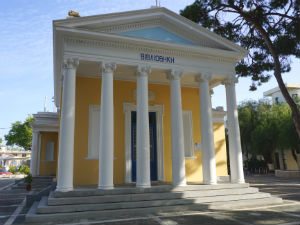In het centrum van Kremasti op Rhodos