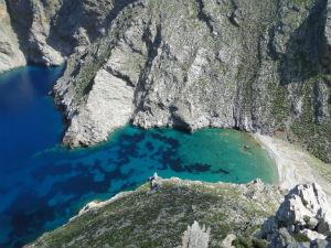 Verborgen strand in het noorden Amorgos