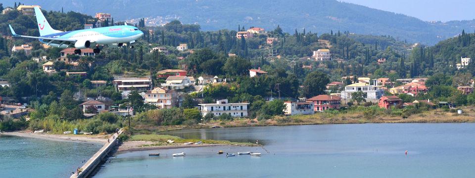 Corfu vakantie vliegveld corfu vliegtuig landen header.jpg
